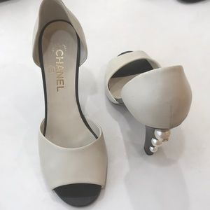 Chanel Black White Pumps Size 9